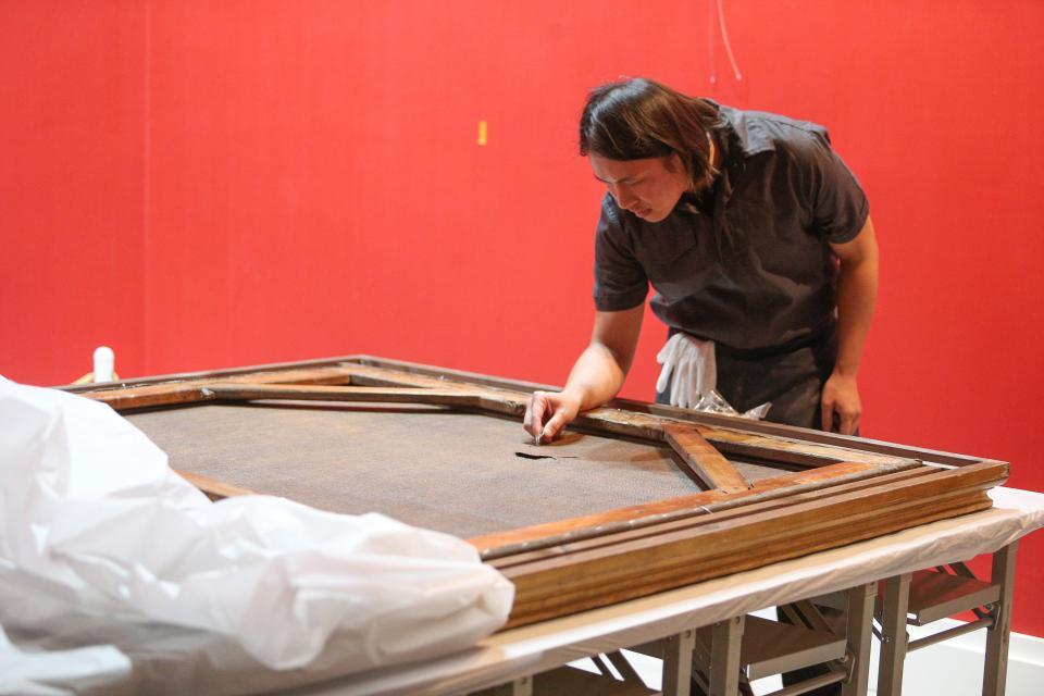 「真相達文西.天才之作」特展期間,一幅義大利畫家保羅波爾波拉的畫「花」遭國中生參觀時不慎弄破。記者鄭超文/攝影