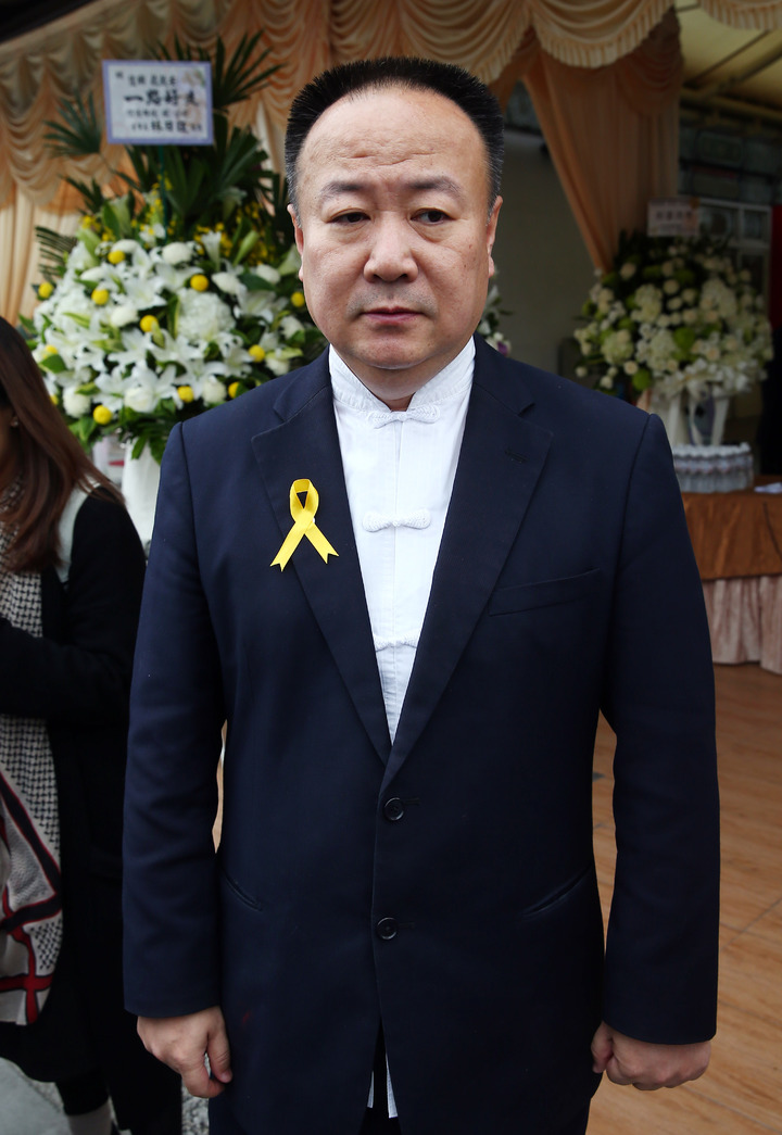 薇薇安(陳佳瑛)過世,上午舉行追思會,命理老師謝沅瑾出席致意。記者杜建重/攝影
