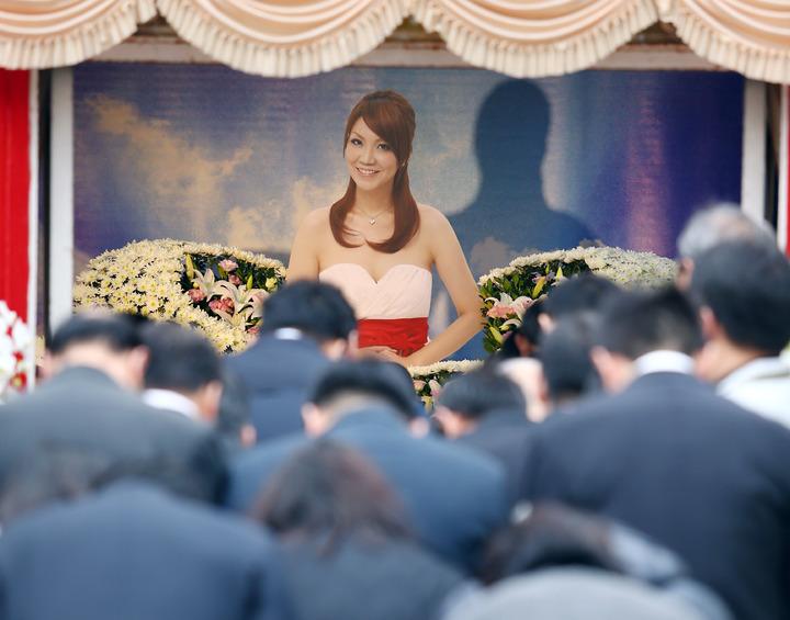 星座老師薇薇安(陳佳瑛)因乳癌過世,上午舉行追思會。記者杜建重/攝影