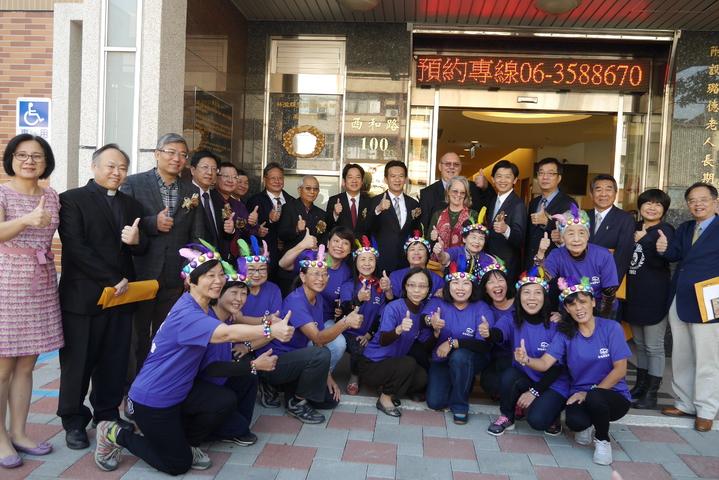 台南市文化局今天替歷史名人林澄輝及林鄧璐德故居進行揭牌儀式。記者鄭維真/攝影