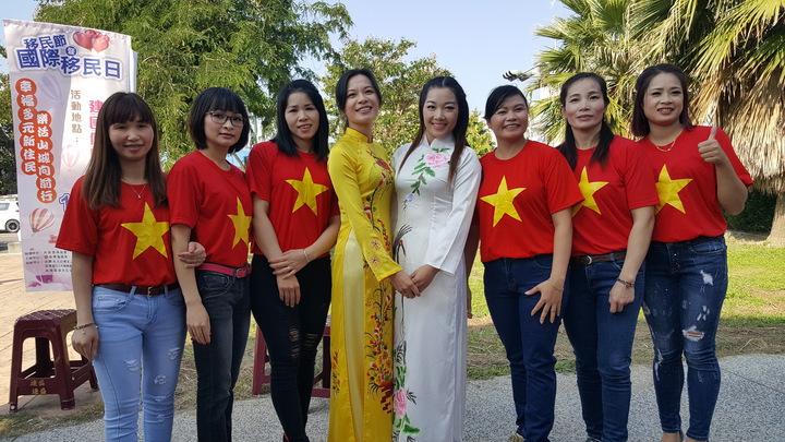 參加表演的越南新住民姊妹。記者胡蓬生/攝影