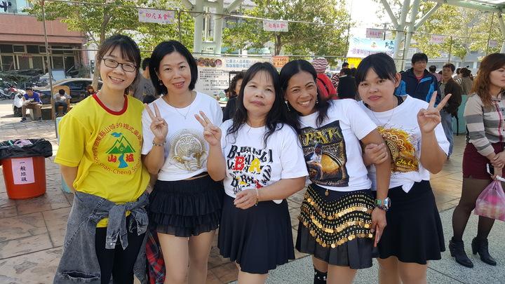 來自印尼的新住民姊妹加入志工服務工作。記者胡蓬生/攝影