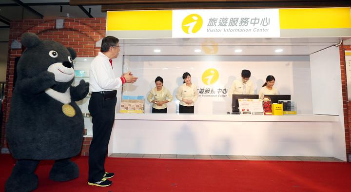 台北市長柯文哲下午主持捷運龍山寺站旅遊服務中心開幕式。記者侯永全/攝影