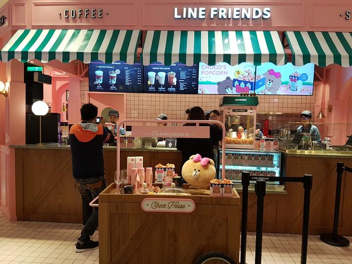 全台首間Line Friends Caf&#233,販售可愛的Line Friends飲料和甜品。記者楊美玲/攝影