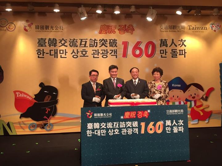 台灣與韓國雙方航空公司、旅遊同業與媒體朋友的支持,台韓雙向交流今年可破160萬人次。 照片由觀光局提供