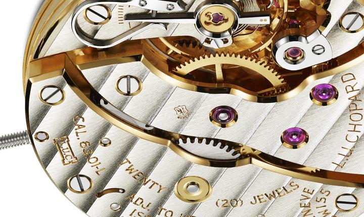 必須通過12項檢測,將上品牌源自日內瓦,機芯也在該地生產,才有資格獲得鷹與鑰匙圖案構成的「日內瓦」印記。圖/Chopard提供