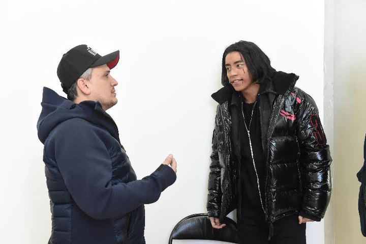 王大陸(右)見到「美國隊長3」導演喬羅素,非常興奮。圖/王大陸工作室提供