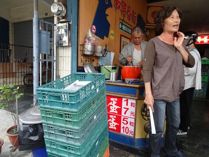 載運雞蛋的塑膠籃全要改為紙箱,業者直呼「太亂了」。記者翁禎霞/攝影