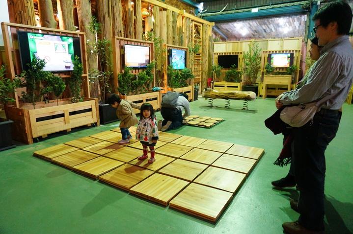愛木村觀光工廠結合科技的互動活動。記者林伯驊/攝影