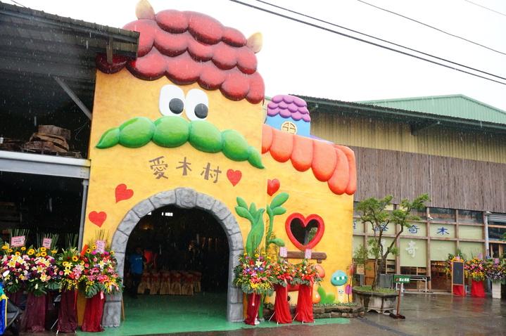 嘉義市老字號順益木業,第二代顏維德打造愛木村觀光工廠。記者林伯驊/攝影