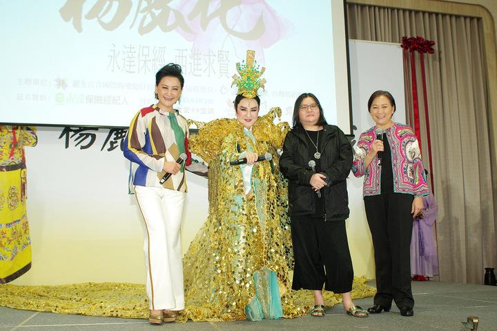 楊麗花(左2)宣布復出,陳亞蘭(左起)邱瓈寬、方芳都來力挺。 圖/寶麗來提供