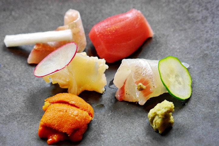 疾管署提醒,赴日旅遊最好少吃生魚片等生冷食物,以免感染諾羅病毒。圖/聯合報系資料照