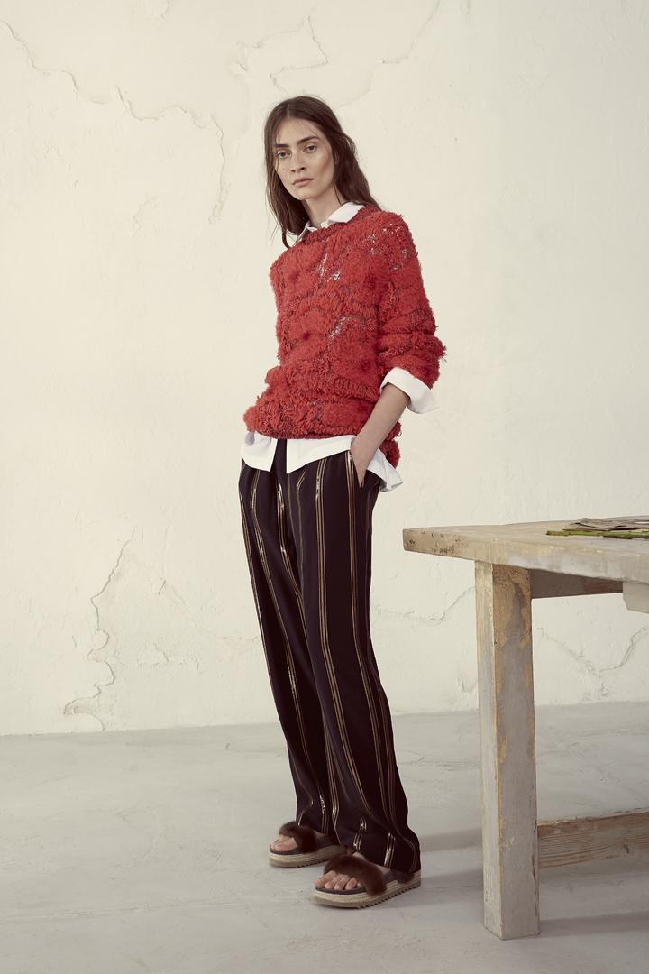 融入男裝輪廓的優雅隨性是BRUNELLO CUCINELLI的女裝特色之一。圖/BRUNELLO CUCINELLI提供
