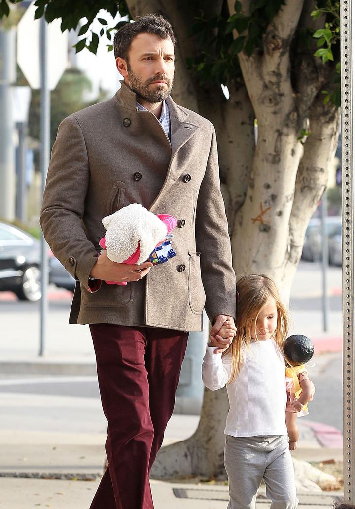 班艾佛列克出門蹓小孩也選穿BRUNELLO CUCINELLI休閒外套。圖/BRUNELLO CUCINELLI提供