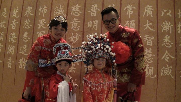 九年來幾度分合的林宥家、蕭沄婷,今天穿著大紅禮服結婚,這對新人在佛光山皈依、受戒,他們覺得就像回到自己的家。記者王昭月/攝影