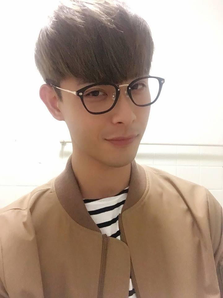 晨翔新的一年接下眼鏡代言。圖/摘自臉書