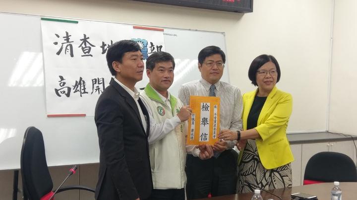 高市議員蕭永達今上午向不當黨產委員會檢舉疑似不當黨產。記者蔡孟妤/攝影