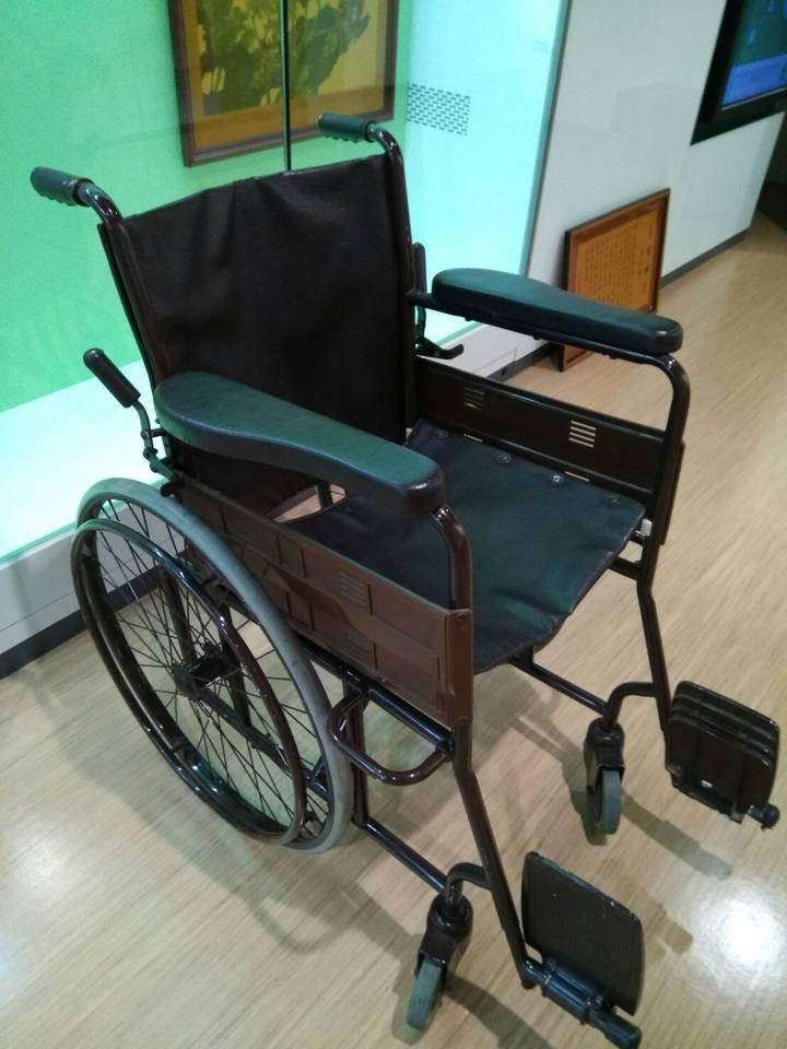 已故總統蔣經國曾坐過的國寶級輪椅。 圖/北榮提供