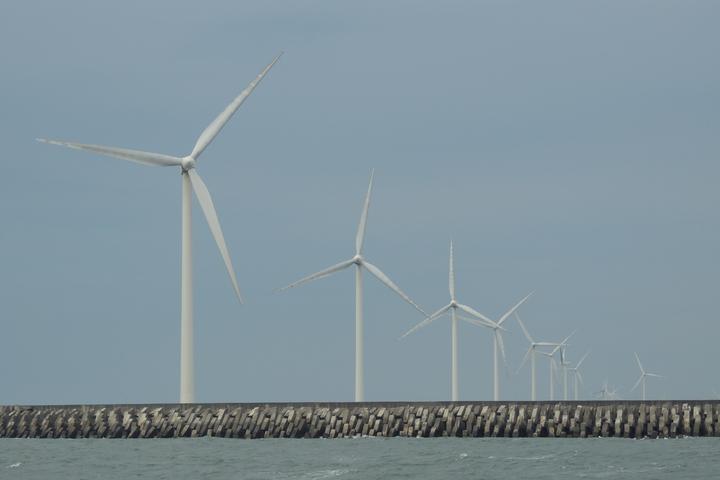 綠色電價每度附加1.06元,以100度為1認購單位。報系資料照片