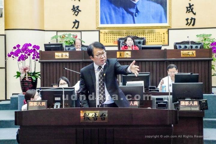 台南市副市長顏純左今天表示,決定請辭副市長,全力拚市長選舉。圖/本報資料照片