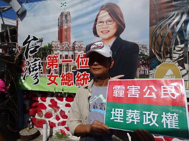 屏東縣環境保護聯盟理事長洪輝祥說,蔡政府若對南部空汙問題沒有善意回應,人民將用選票制裁。記者潘欣中/攝影