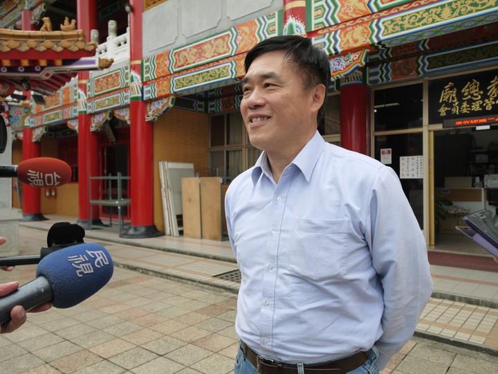 國民黨副主席郝龍斌今天走訪宜蘭基層,對於台北農產運銷公司總經理韓國瑜決定請辭,宣布投入黨主席之爭,表示祝福。記者吳佩旻/攝影