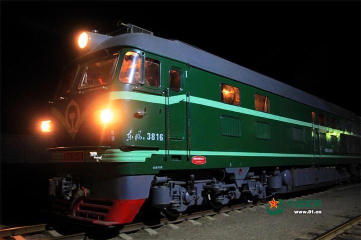 即將發車的列車。(中國軍網)