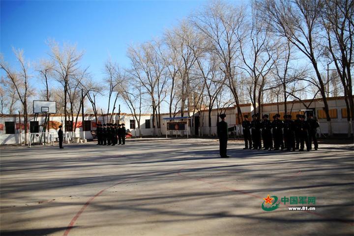 鐵路警衛點的訓練情況。(中國軍網)