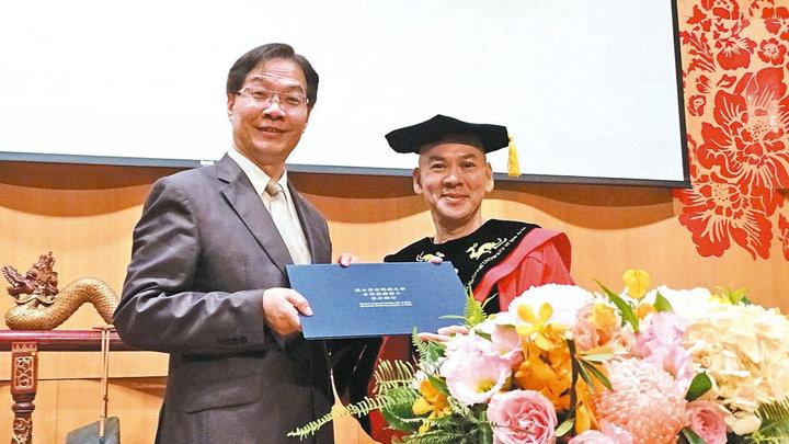 蔡明亮(右一)獲政院文化獎。圖/本報資料照