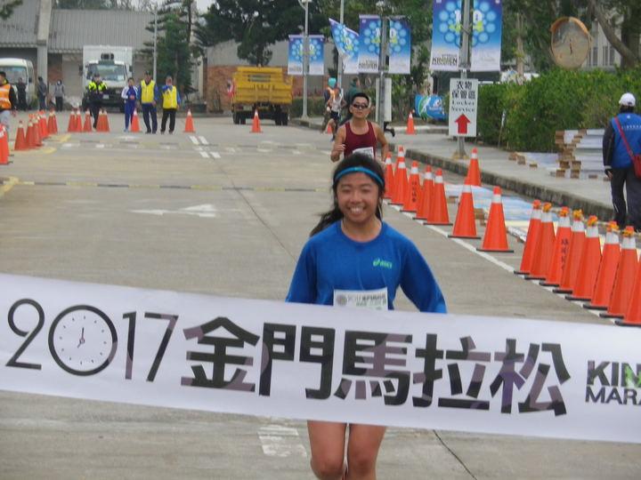 金門馬拉松11.28公里由楊郁萱贏得女子組冠軍。