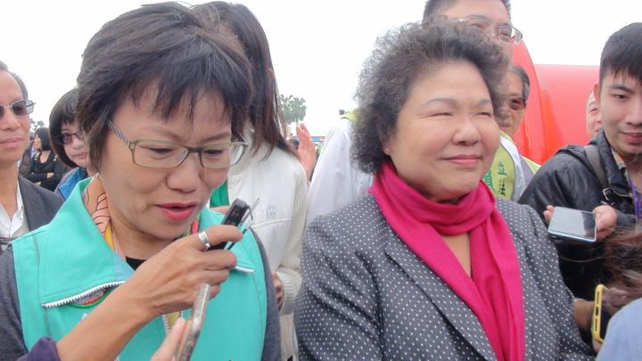高雄市長陳菊說話時,陳菊力挺有意爭取高雄市長的立委劉世芳都在旁。記者謝梅芬/攝影