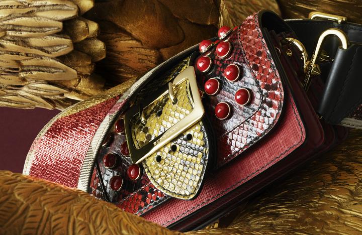 每一只都獨一無二的Patchwork為異材質皮革拼接的奢華包款。圖/BURBERRY提供