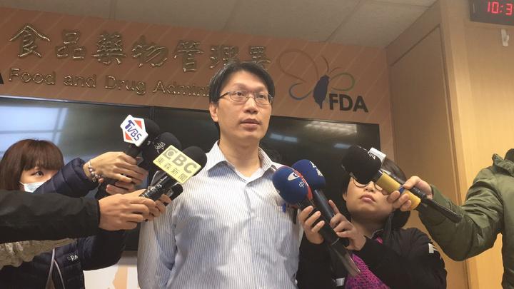 食藥署北區管理中心代理副主任魏任廷今天一早出面說明「珍典食品有限公司」的礦物油包子案。 記者鄧桂芬/攝影