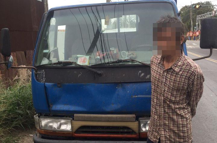 劉姓男子13日凌晨摸黑闖民宅偷小貨車,天明就被下班警員尋獲失竊貨車逮人。 記者張弘昌/翻攝