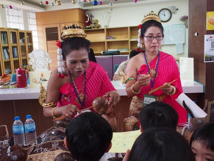 屏北社大邀請新住民姐妹開設東南亞課程。記者林良齊 /攝影