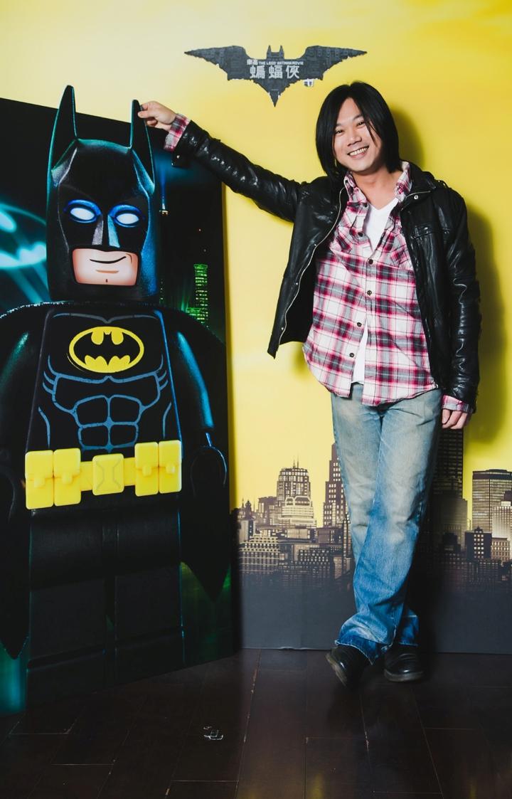 五月天瑪莎獻聲想要交朋友的「蝙蝠俠」。圖/華納兄弟影業提供