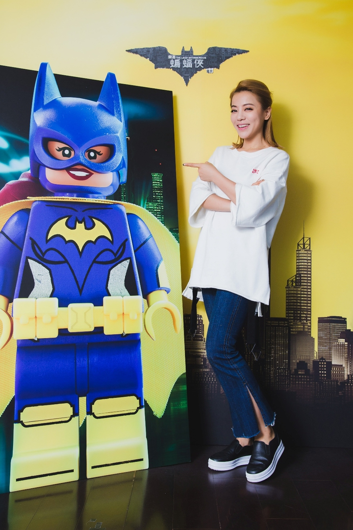 丁噹為「蝙蝠女」獻聲。圖/華納兄弟影業提供