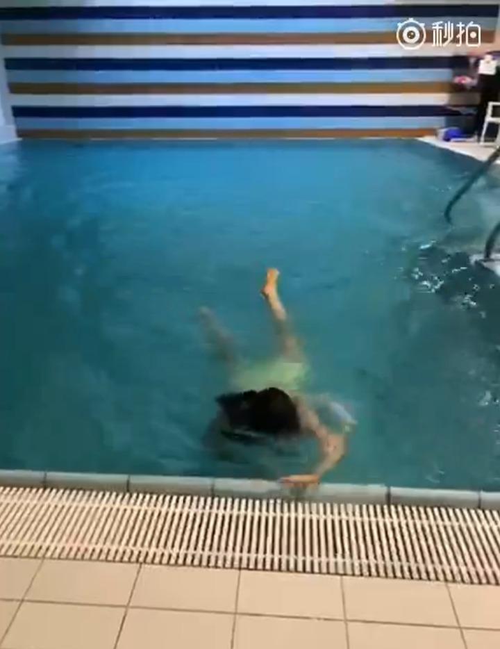 福原愛昨在微博PO上空裸泳影片,還說「爽歪歪」,引起粉絲熱烈討論。圖/摘自福原愛微博