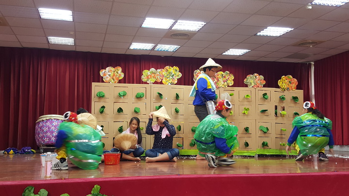 各校學童以超級變變變的表演,呈現有機栽培的心得和學習成果,趣味橫生。記者胡蓬生/攝影
