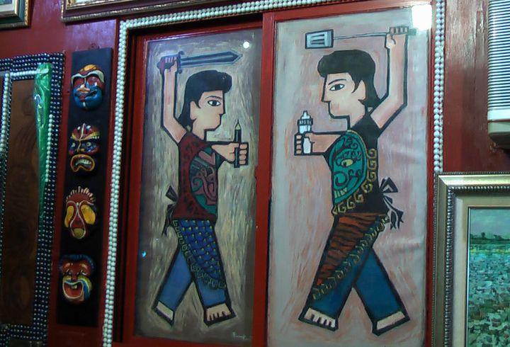 蔡政志的作品「女版門神」,主角持鍋鏟、奶瓶展現守護家庭之姿,逗趣又有深意。記者徐如宜/攝影
