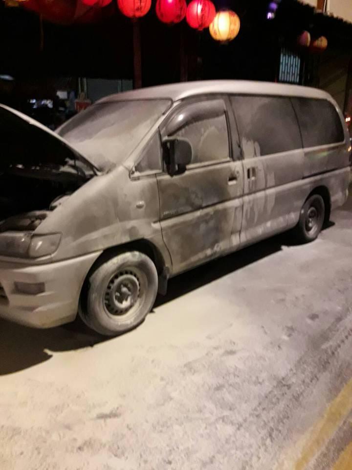 高市仁武發生一起疑似縱火案,所幸被害車主及時發現,未釀成嚴重災情。記者徐白櫻/翻攝