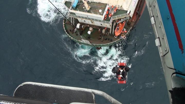 國防部今日接獲國搜中心通報,派直升機救援遇險的巴拿馬籍貨輪「通成601號」。國防部部提供