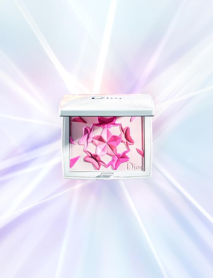 迪奧雪晶靈櫻花粉頰彩,售價2,000元,限量。圖/迪奧提供