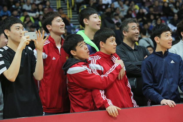 南韓安養高中來台和泰山高中交流,參加中場遊戲。   記者劉學聖/攝影