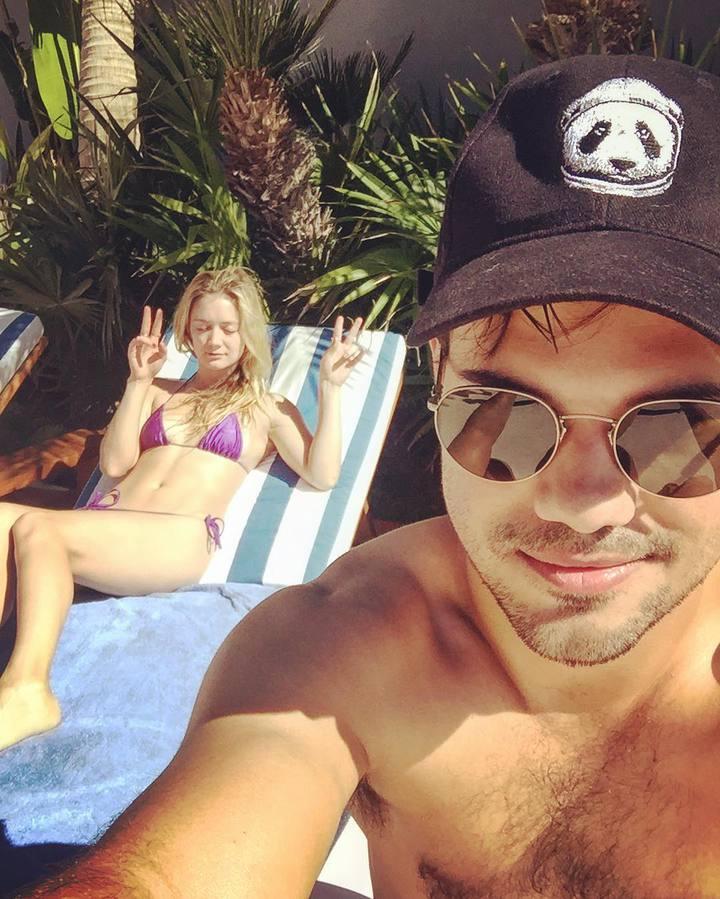 泰勒洛特陪女友比莉度假,走出喪親之痛。圖/摘自Instagram