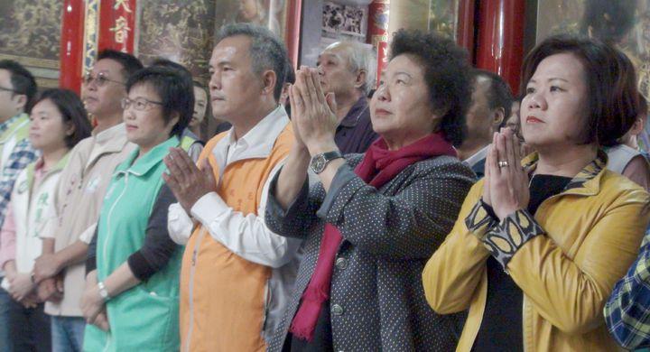 高雄市長陳菊(右二)14日談到有關民進黨高雄市長黨內初選之事時,期盼黨內團結和諧。記者楊濡嘉/攝影