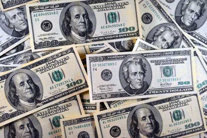 川普經濟政策乏善可陳,美元過去一周表現低迷。(圖/法新社)