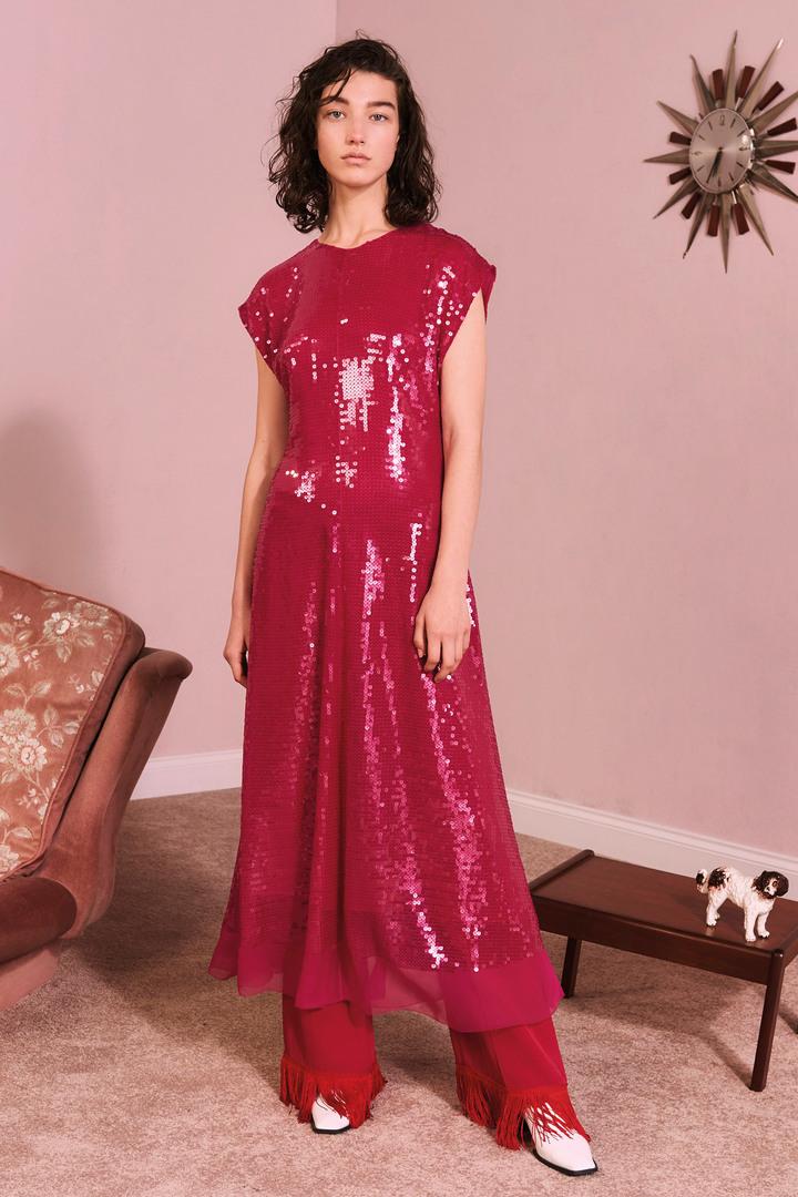 洋紅色也是Stella McCartney早秋的主色調之一。圖/CLUB DESIGNER提供