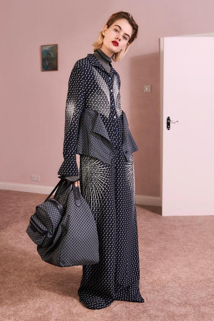 想像力豐富的剪裁讓Stella McCartney早秋女裝顯得相當有趣。圖/CLUB DESIGNER提供