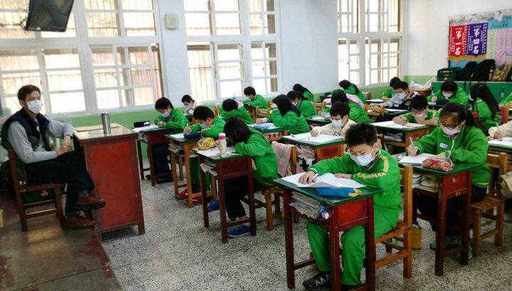 新明國中師生戴著口罩上課。圖/新明國中提供